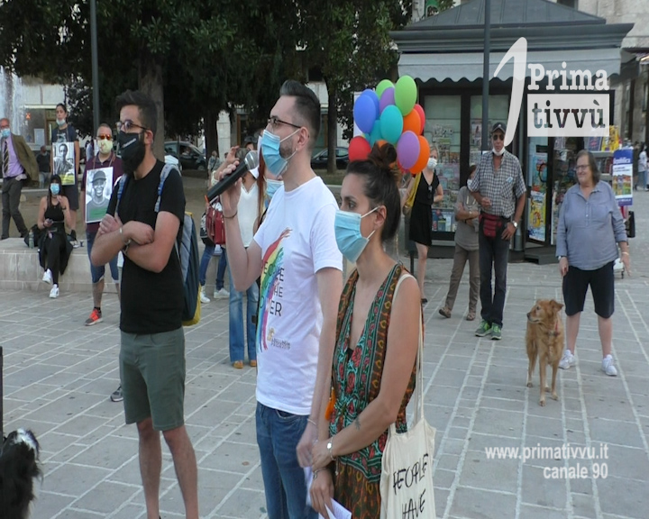 """PEOPLE HAVE THE POWER"": FLASH MOB DI APPLE PIE NEL RICORDO DI CARMELA DE PRISCO"