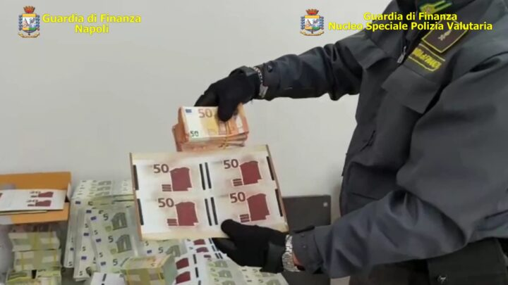 BANCONOTE FALSE, SEQUESTRATA STAMPERIA CLANDESTINA: 4 ARRESTI
